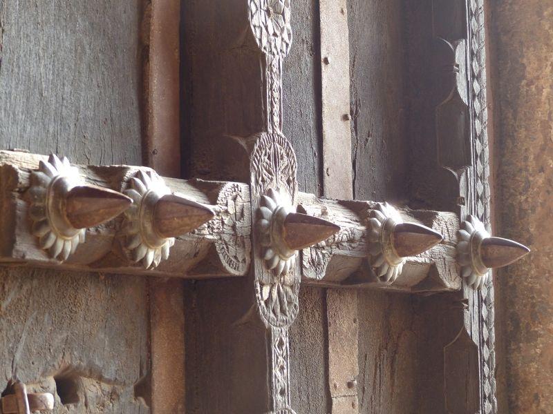 Iron spikes on Hathi Pol - Bundi Palace