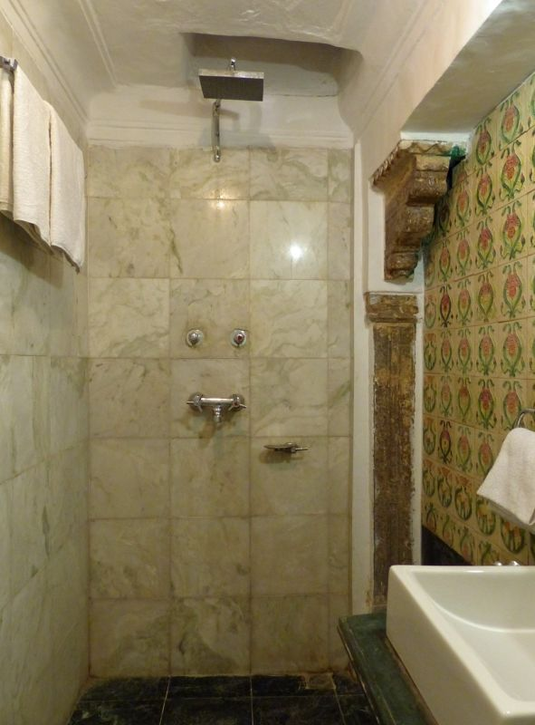 Bathroom with old tiles - Bundi Vilas haveli