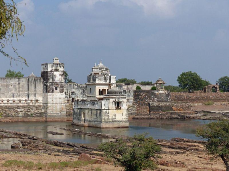large_798602117551663-Jal_Mahal_an..ittaurgarh.jpg