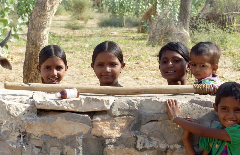 Neighbouring children - on the road to Jaisalmer