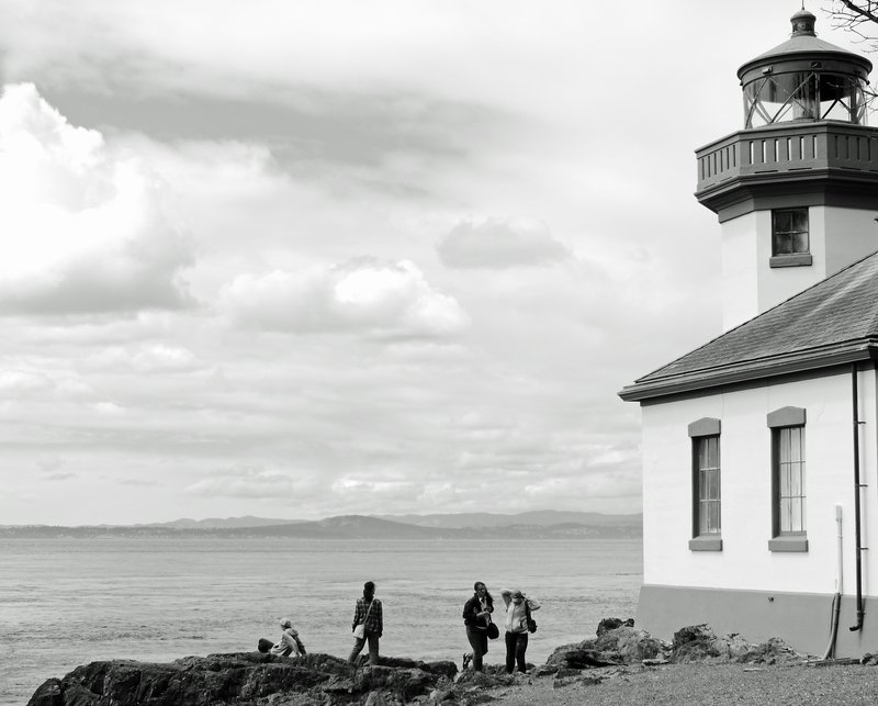 Whale watchers at Lime Kiln Point State Park