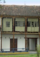 6468835-House_on_the_south_bank_Cuenca.jpg
