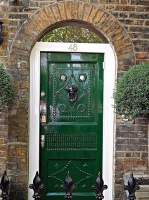 48 Flask Walk: door