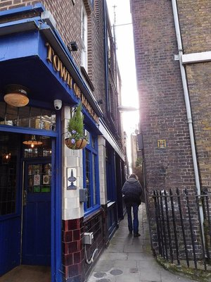 An alley leading to the River Thames at Wapping