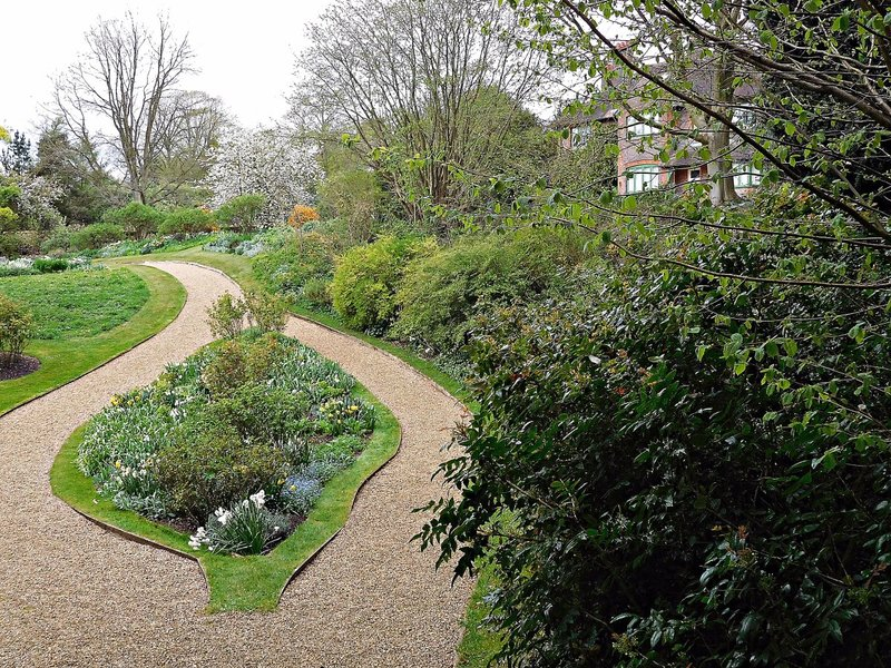 Shaws Corner: garden