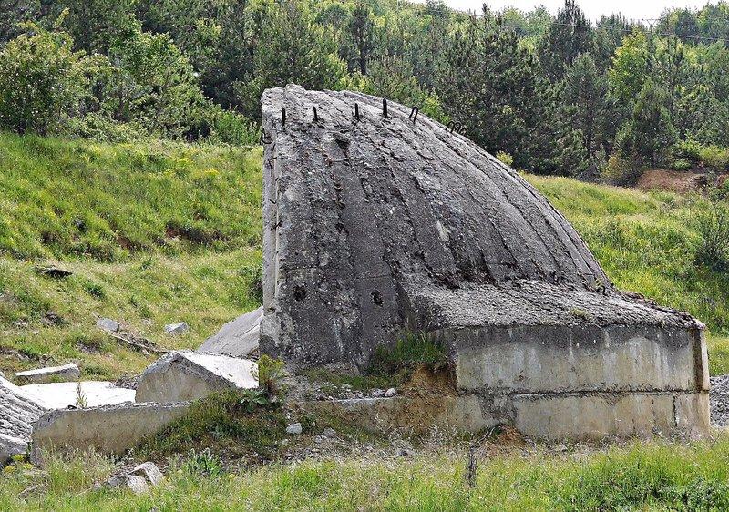 Near Bilisht: segmented shell bunker, damaged. 2016