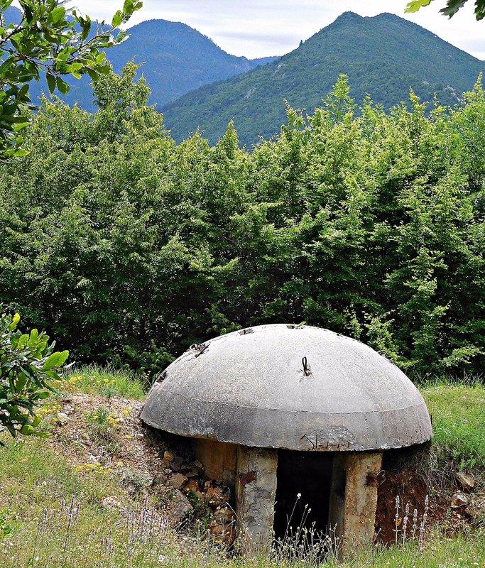 Near Erseke: bunker entrance 2016
