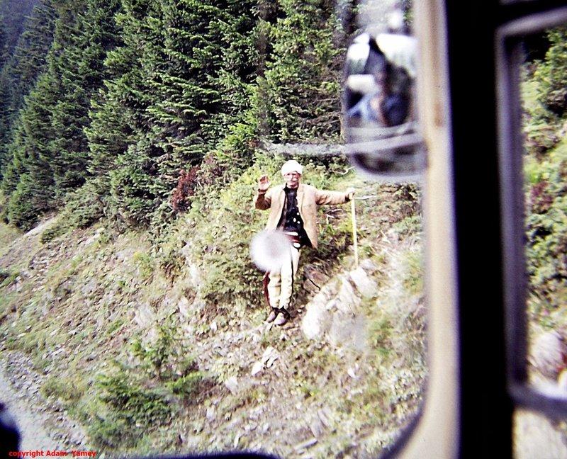 CAKOR PASS  1975 Albanian man waving