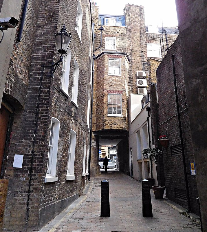 Clarges Mews: western end