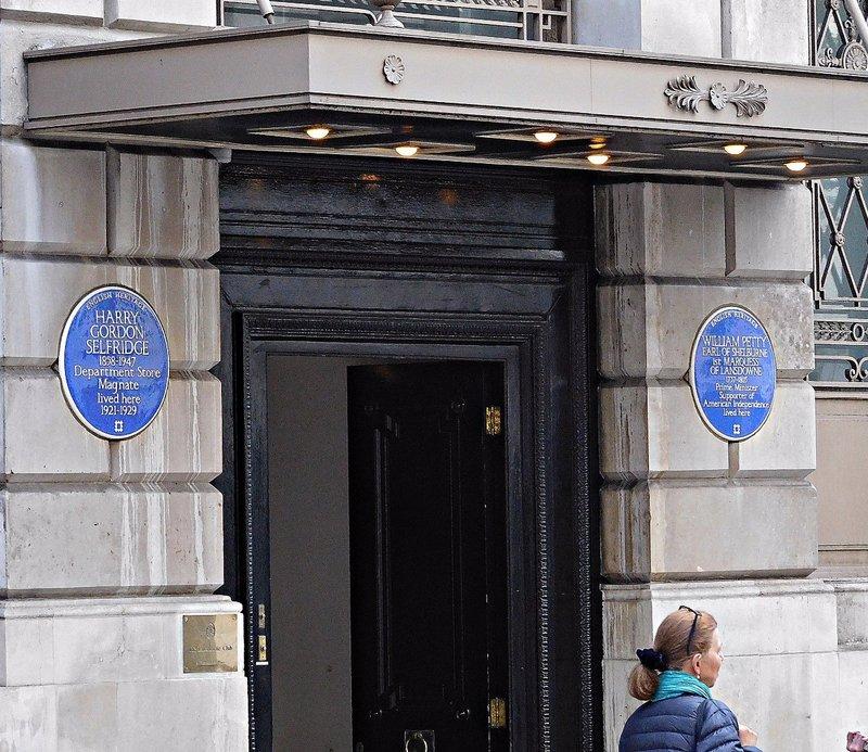 Landsowne Club: entrance