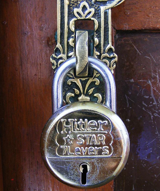 MAYRA HOTEL, Hampi - an interesting padlock