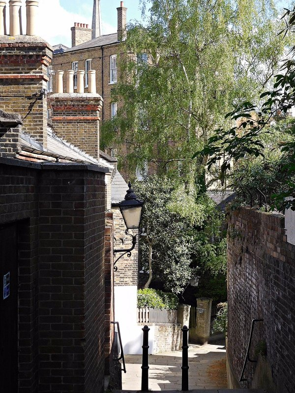 HAMPS 28 Alleyway off Back Lane with view of New End Hospital
