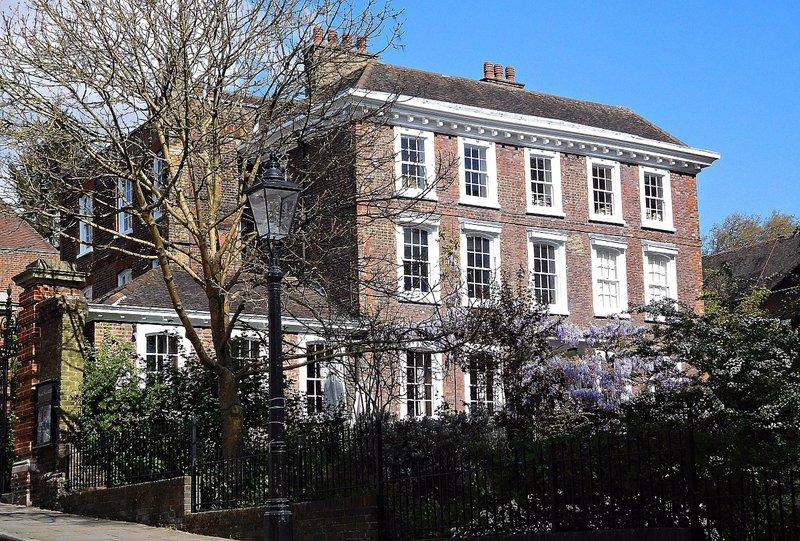 HAMPS 32 Burgh House