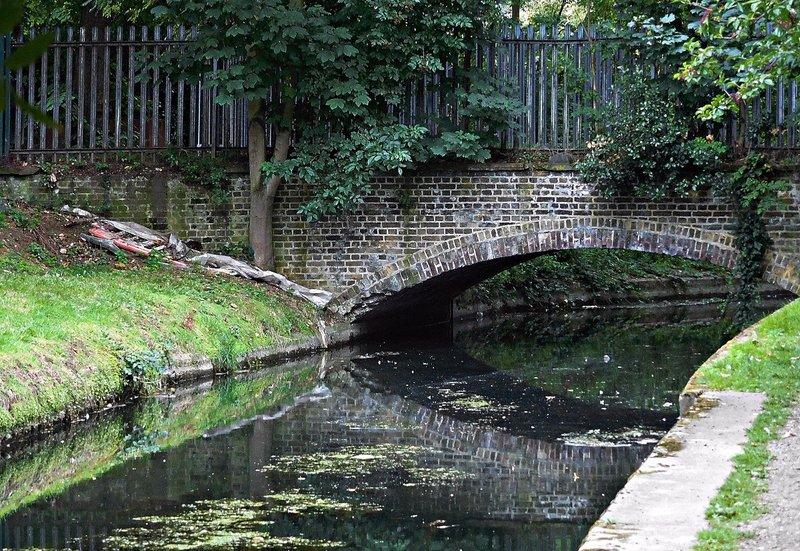 Newnton Close bridge over New River