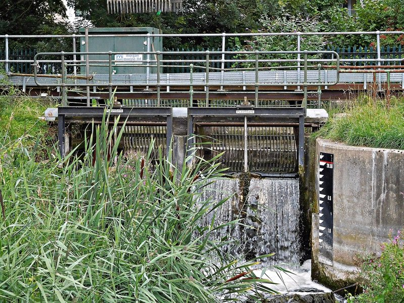 Modern sluice mechanism New River and East Reservoir