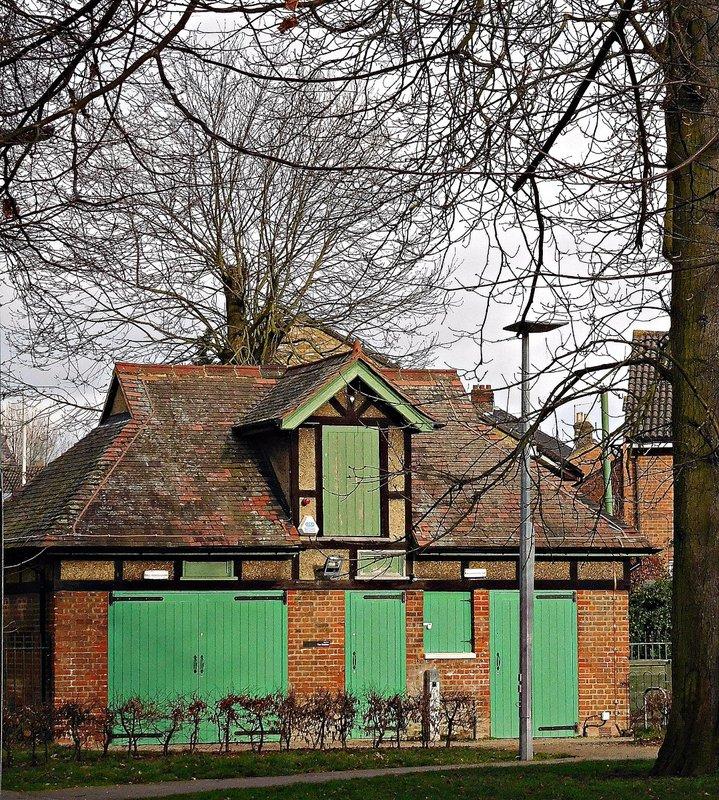 Lloyd Park: park workers buildings