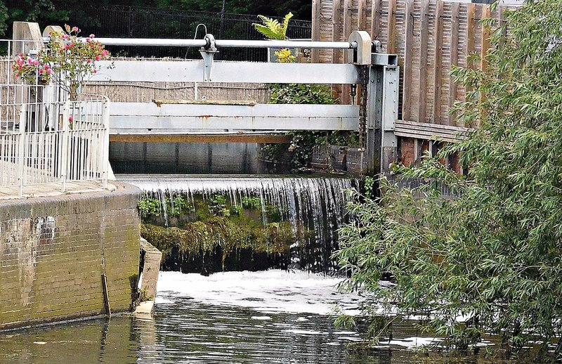 Weir just upstream from Brentford Gauging Lock