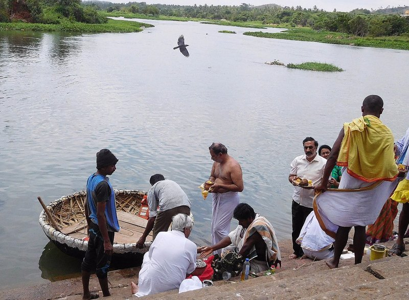 SANG 3e A pooja on the ghat at Srirangapantna