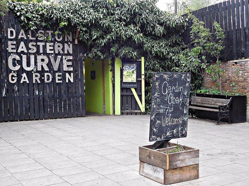 Dalston Curve Gardens entrance