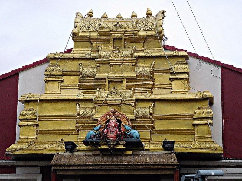 Sri Karpaya Vinayagar Temple: Ganesh on exterior
