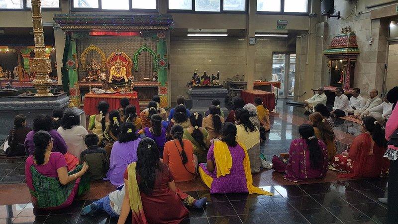 Sri Karpaya Vinayagar Temple: Ladies chanting the Gayatri Mantra