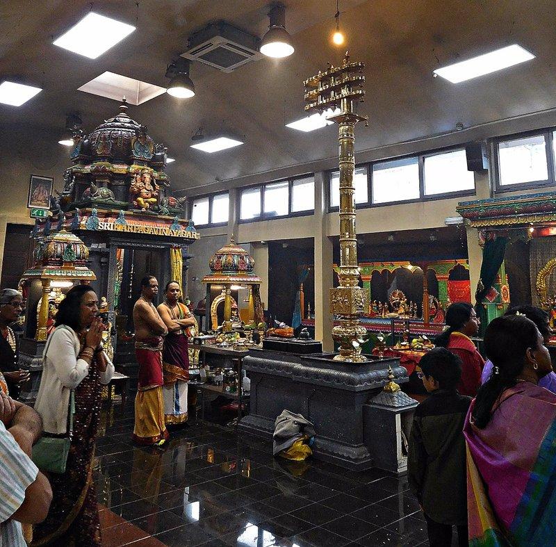 Sri Karpaya Vinayagar Temple: priests