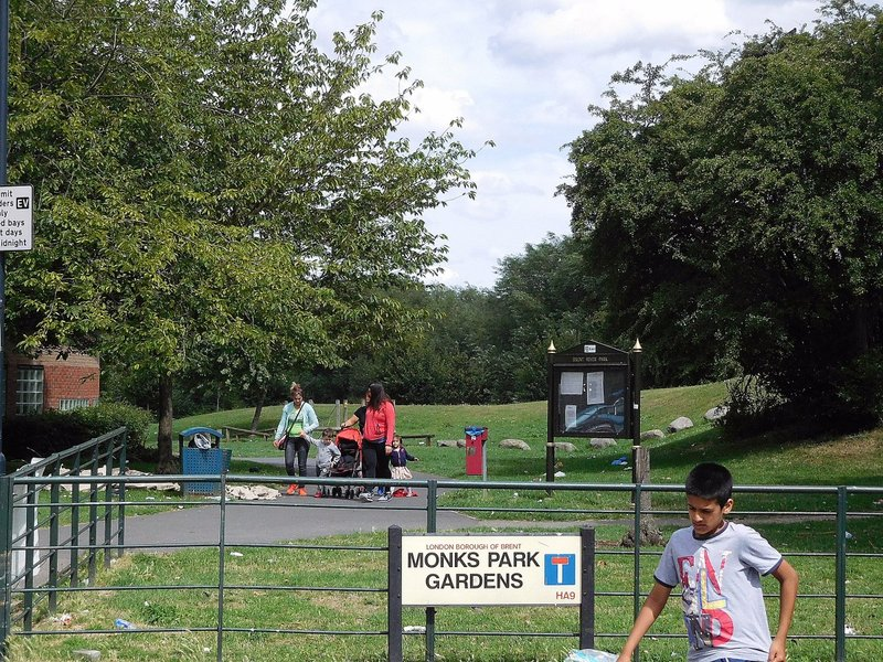 South entrance to Tokyngton recreation ground