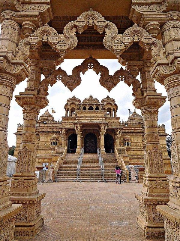 Shri Vallabh Nidhi Mandir - Ealing Road
