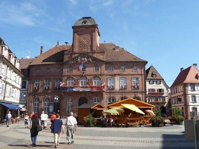 4593932-Town_hall_and_square_Wissembourg.jpg
