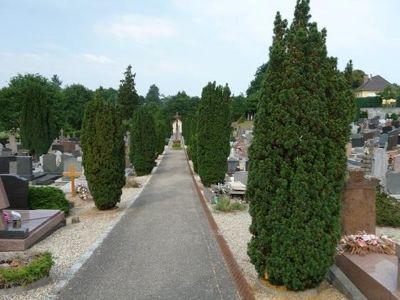 5087415-Christian_cemetery_Lauterbourg.jpg