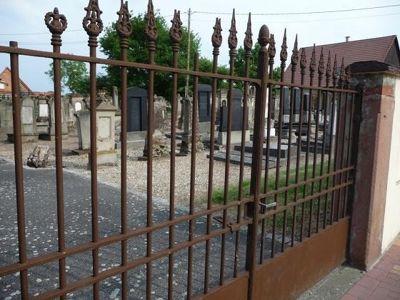 5087422-Jewish_cemetery_Lauterbourg.jpg