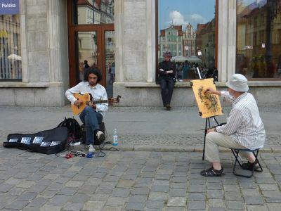 7180197-Street_Artists_in_Rynek_Wroclaw.jpg