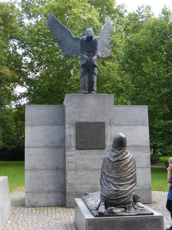 large_231115437169704-Monument_to_..yn_Wroclaw.jpg