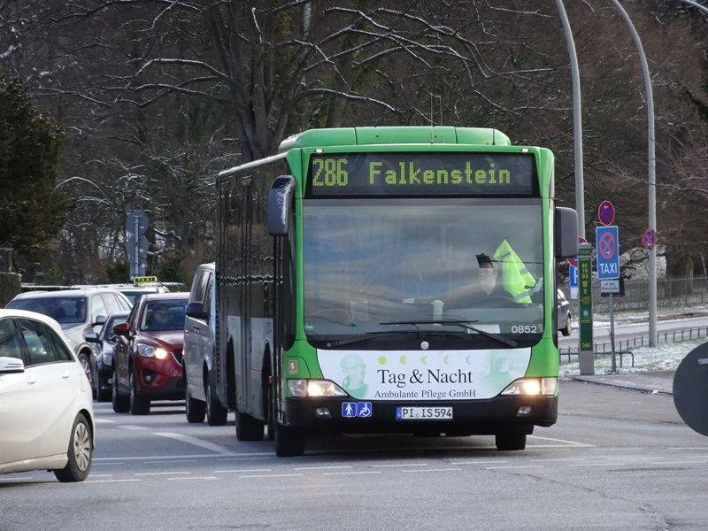 Bus 286 arrives at Teufelsbrück - Hamburg