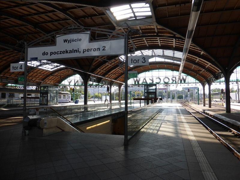 large_398093957179566-Dworzec_glow..on_Wroclaw.jpg