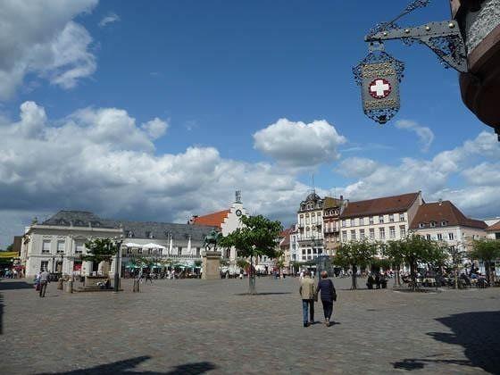 large_5105126-Market_square_Landau_in_der_Pfalz.jpg