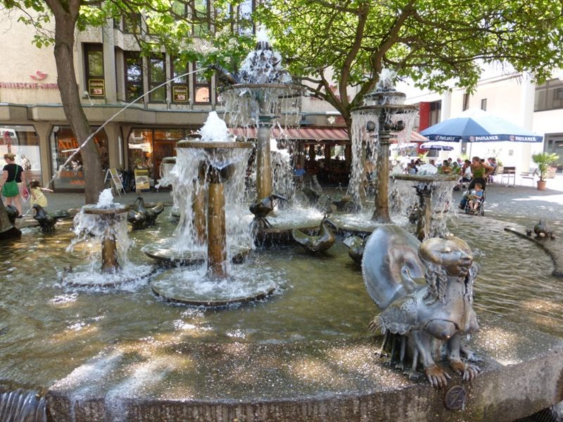 large_585060866758150-Fountain_in_..instra223e.jpg