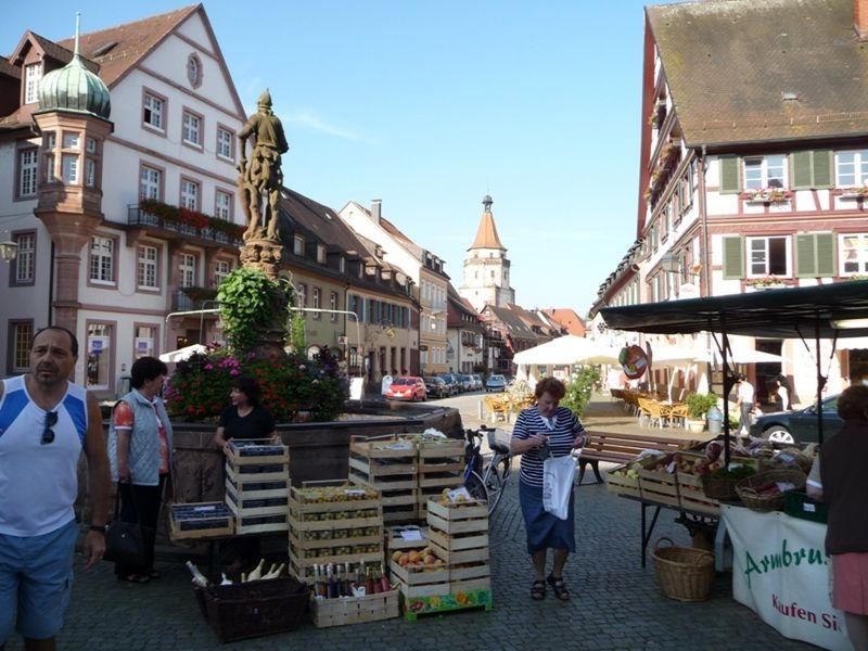 large_6755578-Weekly_Farmers_Market_Gengenbach.jpg