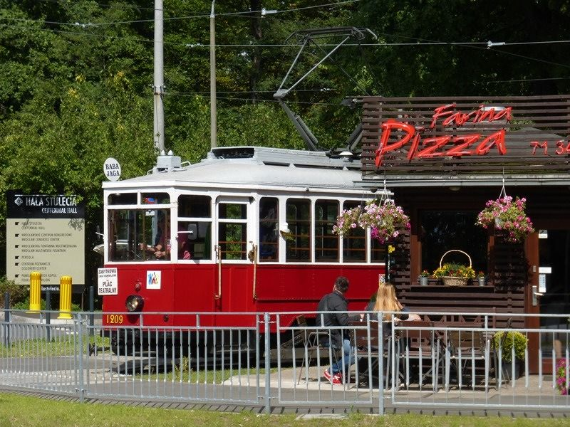 large_7168565-Pit_stop_for_a_pizza_Wroclaw.jpg