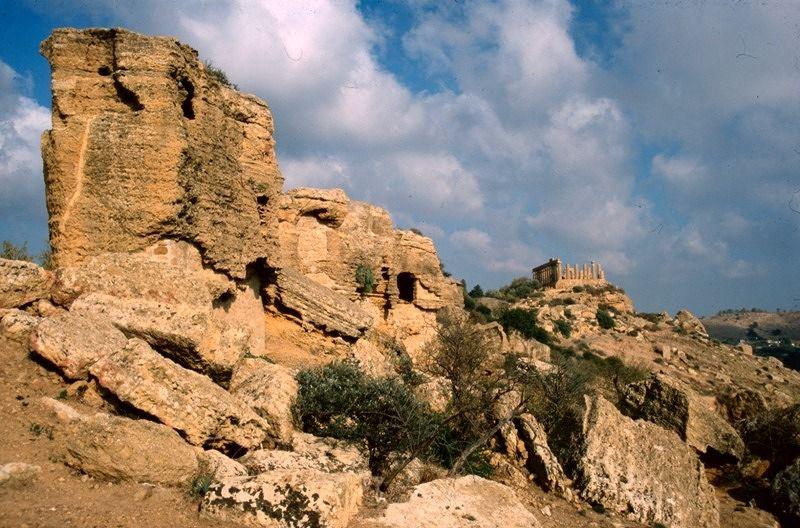 large_7295556-Agrigento_Valle_dei_Templi_Sicilia.jpg