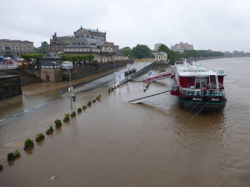The flooding starts: June 2, 2013 - Dresden