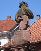 4034367-Jester_fountain_Ettlingen.jpg
