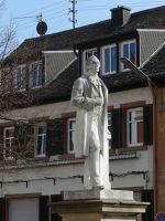 6147495-King_Ludwig_statue_Edenkoben.jpg