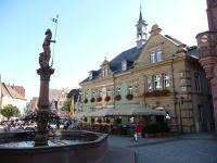 6744177-Marktbrunnen.jpg