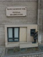 7166275-Gnome_Bank_ATM_in_Rynek_Wroclaw.jpg
