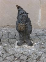 7166284-Gnomes_in_and_around_Rynek_Wroclaw.jpg