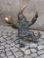 7166287-Gnomes_in_and_around_Rynek_Wroclaw.jpg