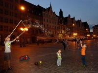 7175388-Soap_Bubble_Making_in_Rynek_Wroclaw.jpg