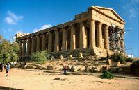 7295554-Agrigento_Valle_dei_Templi_Sicilia.jpg
