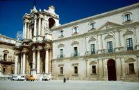 7295654-Duomo_and_Palazzo_Vescovile_Sicilia.jpg